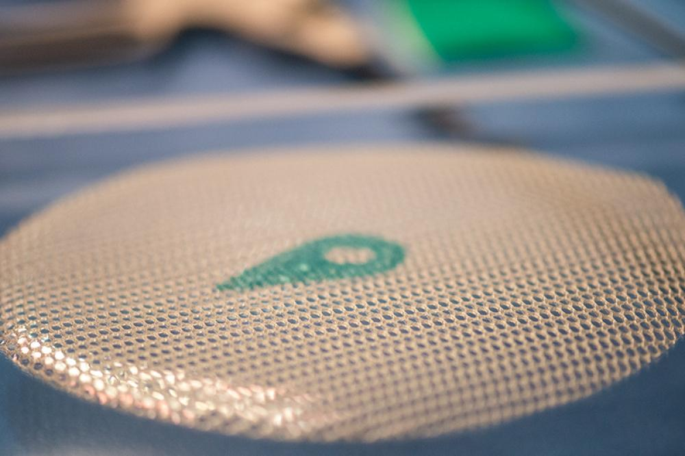 Two-sided mesh used for ventral hernia repair